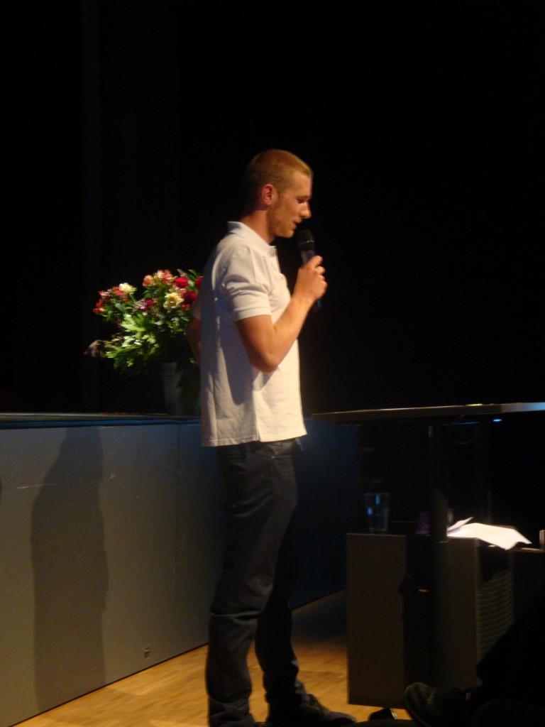 Simon Mosimann überzeugt die Zuhörerinnen und Zuhörer